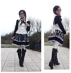 Nowaki Selenocosmia - Bodyline Bunny Ears White Blouse, Innocent World Black Bolero, Bodyline Black Boots - Good girl