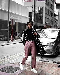 Kiko Kim - Uniqlo Turtleneck, Wellborn Company Oversized Coat, Bershka Beret Hat, Puma White Shoes, Stradivarius Twin Belts - Black Pink