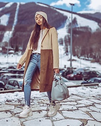 Konstantina Antoniadou - Na Kd Camel Coat, American Eagle Outfitters Skinny Jeans, Na Kd Sneakers (Similar), Plexida Turban - My Go-To Travel Look For The Holidays