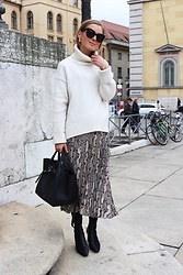 Anna Borisovna - H&M Sweater, H&M Skirt, Mango Shoes, Céline Bag, Céline Sunglasses - The Snake Skirt