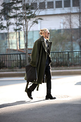 INWON LEE - Byther Coat, Gucci Sunglassses - Dark green Coat