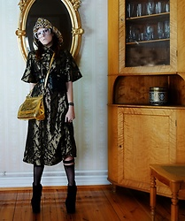 The wardrobe of Ms. B - Gucci Hat, Gucci Belt Bag, Dolce & Gabbana Gold Bag - All that glitters...