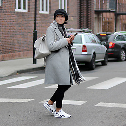Minimalissmo .. - Emoi Coat, Reebok Sport Shoes - Grey coat