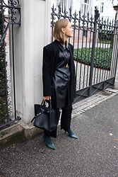 Anna Borisovna - Other Stories Blazer, Zara Tunika, Céline Bag, H&M Pants, Mango Shoes - Black Leather