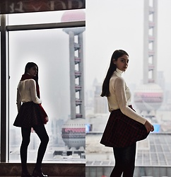 Nora Aradi - Bonprix Sweater, H&M Scarf, Pull & Bear Boots - Happy 2019 from Shanghai