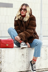 Eniwhere Fashion - Vintage Contemporaneo Brown Fur, Zara Ripped Jeans, Converse, Vintage Contemporaneo Gucci Bag, Vintage Contemporaneo Sunglasses - Brown fur