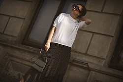 Ewa Macherowska - Second Hand Sweater, Second Hand Skirt, Second Hand Bag, Born 86' Sunglasses, Nn Jewellery - Retro Vibes