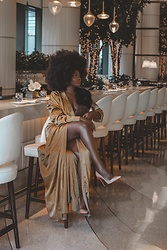 Niké - The Jet Set Diaries Gold Dress - Dripping in Gold with HBO X Golden Globes