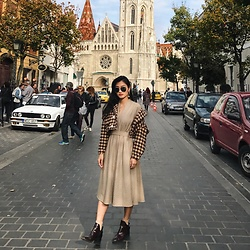 Tiff Lu - Zara Dress, Ray Ban Sunglasses - @its_yiling goes to Budapest