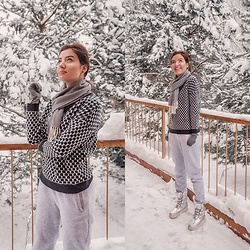 Natasha Karpova - Crosby Silver Snowboots, Joggers Pants, Falconeri Gloves, Incity Black & White Sweater, Gant Gray Scarf - WINTER❄️HOLIDAYS