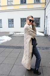 Anna Borisovna - Zara Cardigan, Zara Jeans, Zara Shoes, Céline Sunglasses - The Winter Cardigan