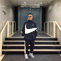 Mannix Lo - Nike Huge Swoosh Windbreaker, Online Shop Two Tone Track Pants, Vetements X Reebok Sneakers - Be careful who you trust, Salt and Sugar look the Same