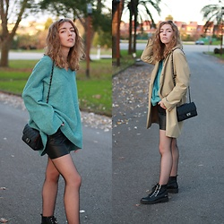 Alba Granda - Zara Trench, Pull & Bear Blue Oversized Jersey, Zara Leather Skirt, Ulanka Boots, Zaful Black Bag - Palm Trees
