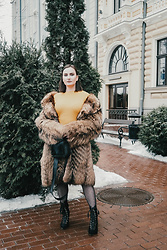Anna Puzova - Femme Luxe Dress, Stuudio Nahk Bag - How To Style Knitted Dresses In Winter