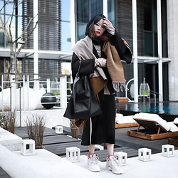 Miriam Mibao - Air Jordan 12 Cny Pack, Uniqlo Scaf - Winter outfits