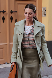 Deea / Www.lesfactoryfemmes.com - &Otherstories Skirt, &Otherstories Military Jacket, Burberry Shirt - SOFT MILITARY