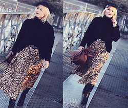 Anca Varsandan - Zaful Sweater, Zaful Skirt, Zaful Hat, Gucci Belt, H&M Bag - Animal Print