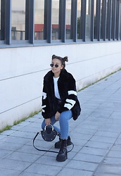 Claudia Villanueva - Bershka Jacket, Zara Sweater, Shein Jeans, Zaful Bag, Un Paso Mas Boots - Winter Mickey Mouse