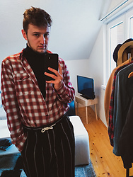 Anel Musanovic - Asos Design Drop Crotch Tapered Smart Trousers In Black Waffle With White Stripes, Levi's® Black&Red Flannel Shirt, H&M Black Turtleneck Sweater - Home style' 19