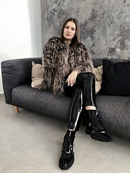 Sigita Mušauskaitė - Winter Avenue Lama Fur, H&M Latex Pants, Inch2 Boots - Fur mood