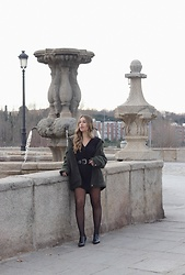 Claudia Villanueva - Missguided Coat, Bershka Playsuit, Calzedonia Tights, Zara Shoes - Medias Fantasía