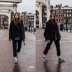 Jacky - Burberry Shirt, Vans Sneakers, Shearling Jacket - Amsterdam Travel Outfit: Outfit for rainy days