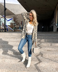 Amber Wilkerson - Snake Print Blazer, Camisole Lace Trimmed, Rectangle Buckle Belt, Jeans Hi Rise Skinny, Neutral Slouchy Pointy Toe Boot, Bag With Ring Handle And Cross Body Strap - SNAKE PRINTS SLITHER INTO THE WEEK!