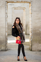 ManueLita - Pinko Gilet, Corsetti Made In Italy Bag, Calzedonia Jeans, Primadonna Shoes - Passione Kikibag