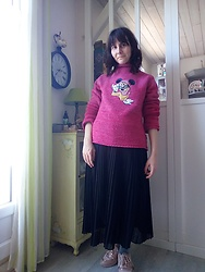 Lulu Longstocking - Thrifted Disney Sweater, Pleat Skirt, Pink Sneakers - Minnie in the house
