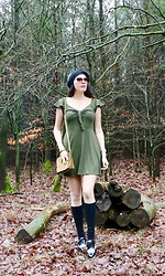 Carmen Adan - Alisa Pan Dress, Longchamp Bag Mini, Asos Shoes Budapester, Wolford Wool Cuffs, Chanel Sunglasses - DRESS CASUAL GREEN