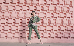 Amy Roiland - Sister Jane Suit, Gucci Bag, Sven Clogs - Boss Pose