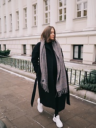 Kasia Szymków -  - The Perfect Black Coat
