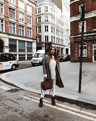 Odette - H&M Coat, H&M Sweater, Weekday Pantalon, Mango Bag, Dr. Martens Boots - London days