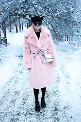 Panda . - Na Kd Coat, Karl Lagerfeld Bag - WINTER WONDERLAND