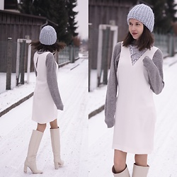Claire H - Mühlbauer Cap, H&M Grey Cashmere Sweater, H&M Off White Dress, Zara White Boots - Keep up and be inspired