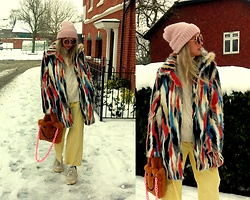 Joanna L - Tk Maxx Coat, Zara Hat, Zara Corduroy Pants - Winter outfit / faux fur coat