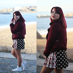 Carina Gonçalves - Pull & Bear Coat, Zara Skirt, Converse Sneakers - We live and die by pretty lies