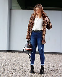 Aleksandra Siara - Shein Fur, Fiorelli Bag - Animal print coat