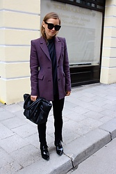 Anna Borisovna - Céline Sunglasses, Other Stories Blazer, Zara Bag, H&M Leggings, H&M Shoes - The Hourglass Blazer