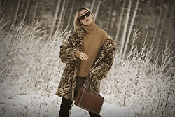 Ewa Macherowska - Second Hand Fur, Erdesz Sweater, Erdesz Skirt, Deezee Boots, Laza Bag, Pacze Sunglasses, Second Hand Earrings - LEO