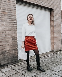 Magna G. -  - Red faux leather skirt winter look