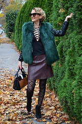 Butterfly Petty - Zara Skirt, Guess Bag, New Yorker Boots - Green vest