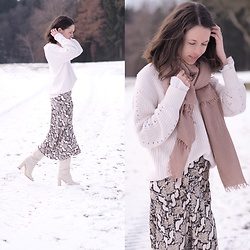 Claire H - Mango White Knit, H&M Snake Printed Skirt, Zara White Leather Boots - Snaketastic