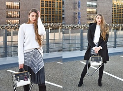 Paulina Kędzierska - Pleated Snake Skirt, Snake Bag, Black Coat, White Sweater -  Pleated skirt