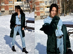 Marija M. - Terranova Green Faux Fur Jacket, Pull & Bear Mom Jeans, Bershka Lace Up Boots - Green faux fur jacket