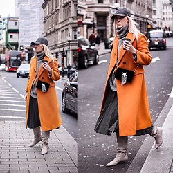 Mad Cat Fashion P. -  - Orange coat