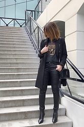 The laid-back girl Léa - Harley Davidson Tee, Saint Laurent Bag, Saint Laurent Boots - Las Vegas tee