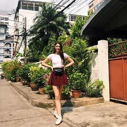 Nora Aradi - Parfois Fanny Pack, Zara Shirt, Puma Sneakers - Back to the tropics