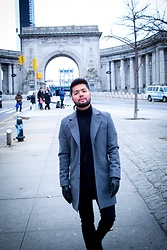 Emmanuel Martz - Express Coat, Zara Turtle Neck, Asos Leather Gloves - Manhattan does it better.