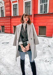 Mary Volkova - Instagram - GREY COAT